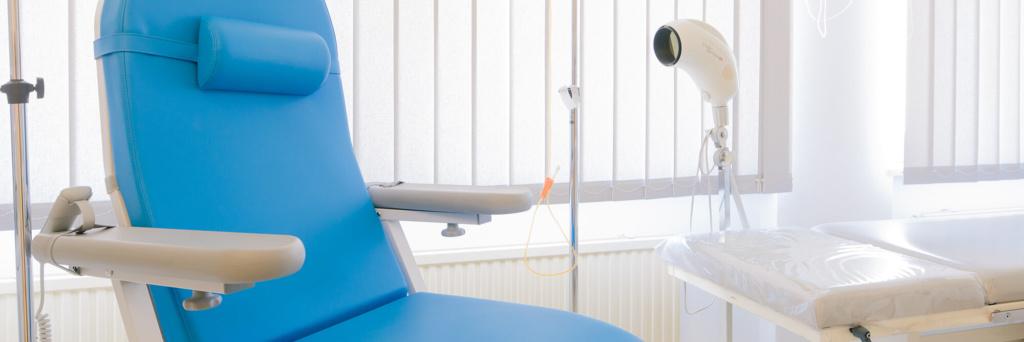 Hausarzt Geretsried - Kőrössy - Praxis - Behandlungszimmer